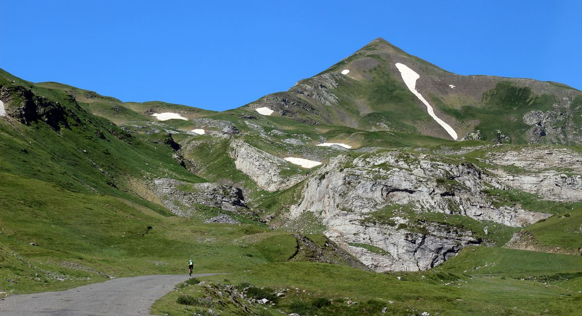Pyrenees on bike Coll de Tentes. BIKING THROUGH SPAIN 1170X650