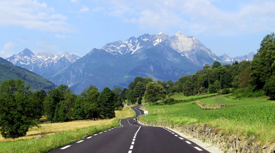 Pyrenees on bike Soulor. BIKING THROUGH SPAIN 1170X650