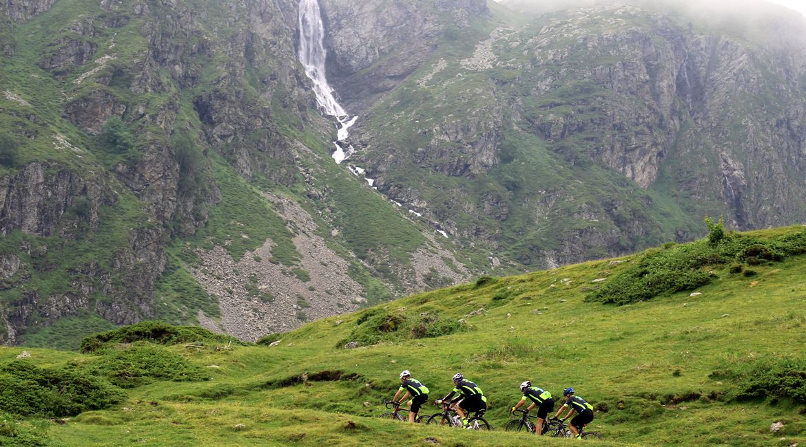 Pyrenees on bike Troumouse 2. BIKING THROUGH SPAIN 1170X650